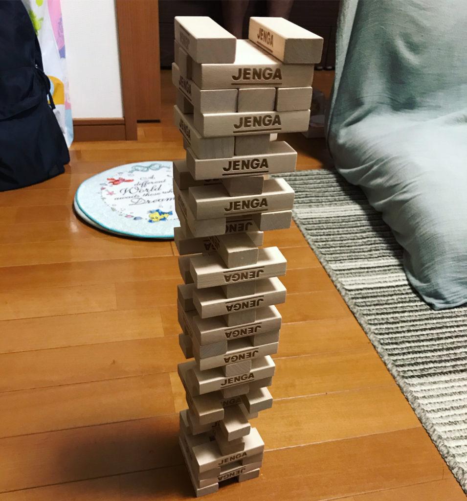 積み上がったジェンガタワー